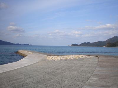 海に突き出たウッドデッア></p>  <p><img src=