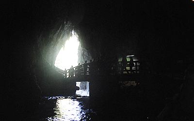 鍾乳洞の中から撮影
